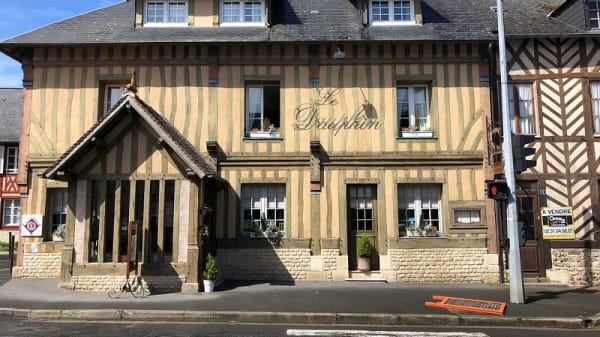 devanture - Le Dauphin, Le Breuil-en-Auge
