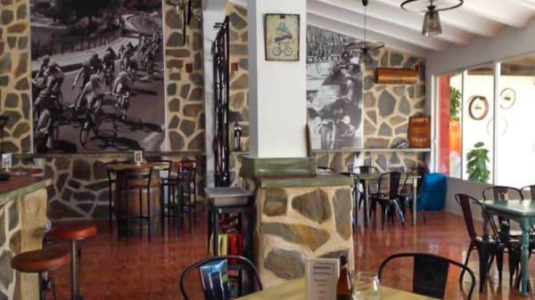 Vista sala - Velosol Cycling Bar, Jalón