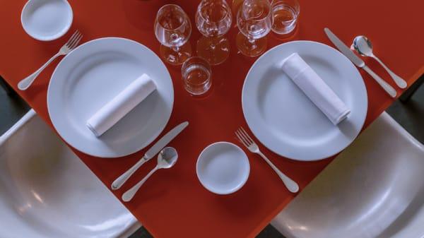 Particolare tavolo - Antonello Colonna, Labico