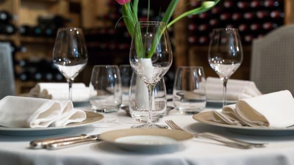 table dressée - Le Tertre, Saint-Émilion