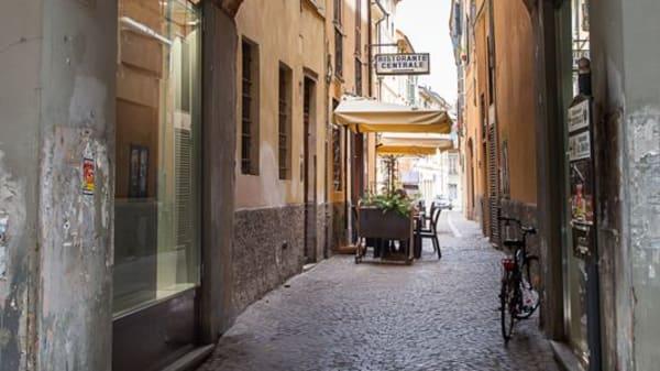 Vista da via Solferino - Ristorante Centrale, Cremona