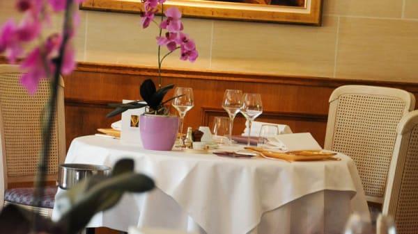 Détail table - l'Hostellerie du Nord - Hôtel et Restaurant, Auvers-sur-Oise