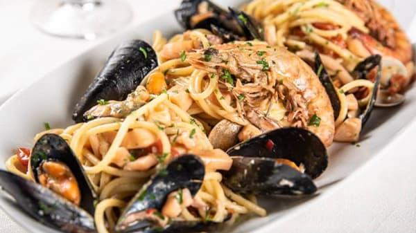 Spaghetti ai frutti di mare - Cala Maro, Lido di Fermo