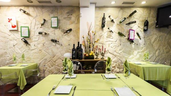 comer menú en barajas - Martes 13, Madrid