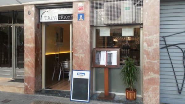Fachada - La Tapa del Triomf, Barcelona