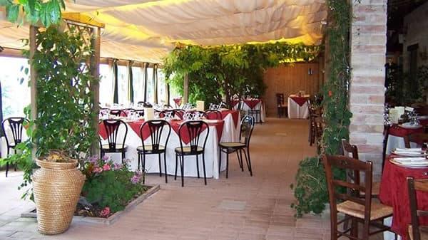 sala esterna - Agriturismo La Casella, Gualdo Cattaneo