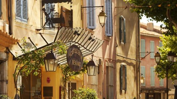 Apreçu de l'entrée - Hostellerie Bérard & spa, Azur