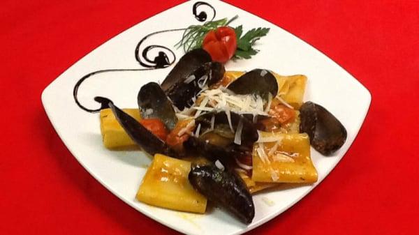 paccheri cozze e pecorino - Taverna del Gusto, Olmi
