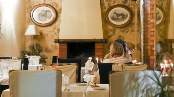 mesas no terraço - Ratatouille Village, Cascais