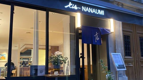 Nanaumi, Paris