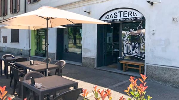 Dehor - El toast, Cremona