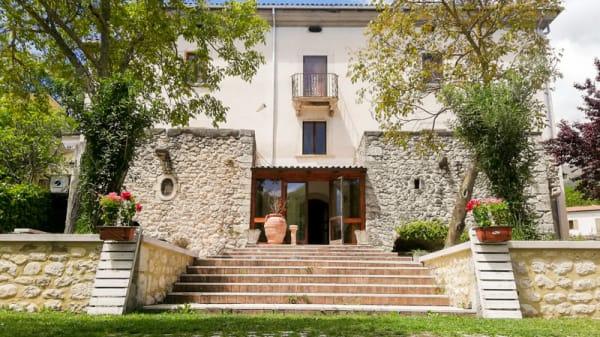 Entrata - Casale Dè Farrocco, Cerro Al Volturno