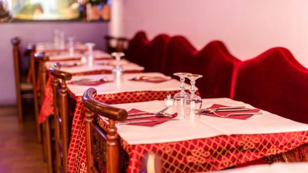 Détail tables dressées - Etoile du Kashmir 11ème, Paris