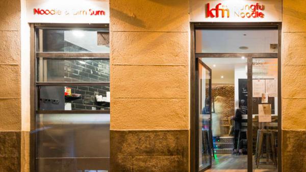 Vista entrada - Kungfu Noodle & Dim Sum, Madrid