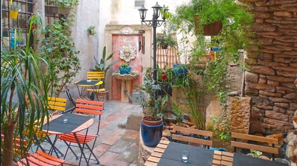 terrasse - Forêt Noire Café, Nîmes