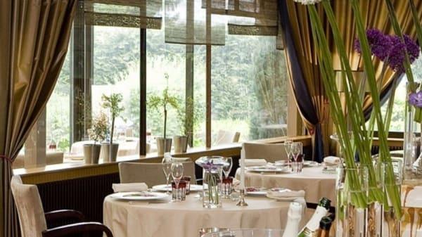 Une table - Le Grand Cerf, Villers-Allerand