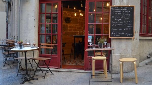1 - Laska, Lyon