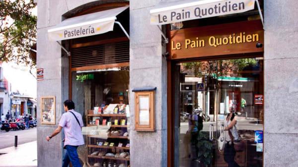 Vista fachada - Le Pain Quotidien Fuencarral, Madrid