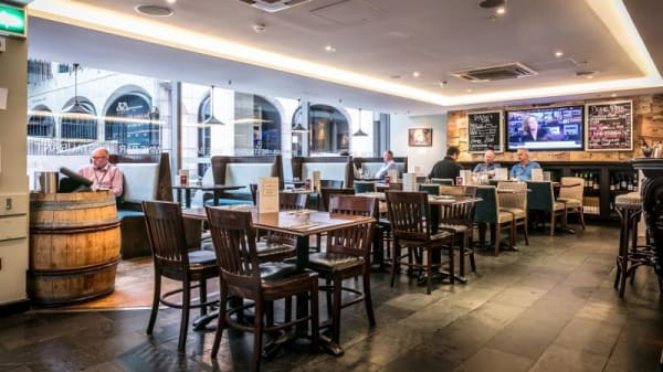 Davy's at Plantation Place, London