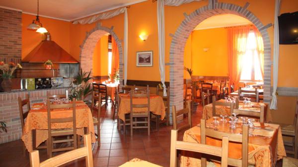 Interno sala ristorante - Azienda Agricola La Botte Salerno, Caselle In Pittari