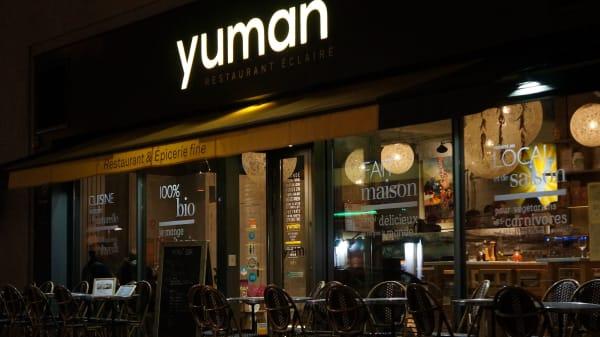 Yuman, Paris