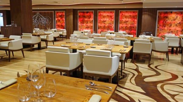 Moderno y amplio restaurante en el Edificio COLISEO CASINO. Disfruta mientras cenas de un SHOW único. - Factory Party Bilbao, Bilbao