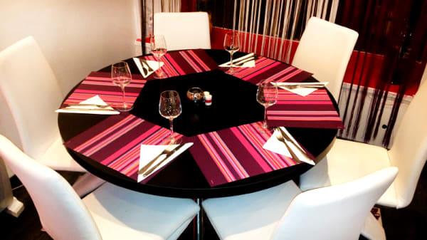 Table dressée - Soleil des tropiques, Argenteuil