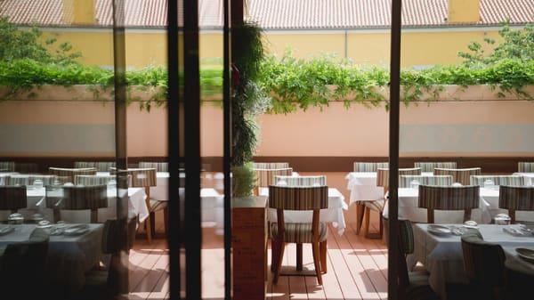 Esplanada - Descobre me restaurante | garrafeira, Lisboa