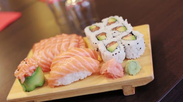 Assortiment de sashimis, sushis, Makis - Edo, Lyon