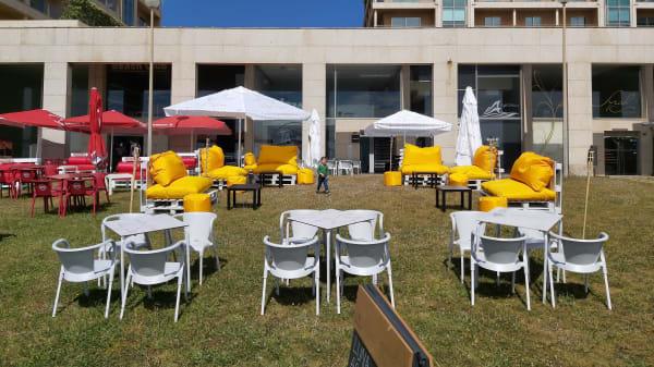 Esplanada - Luna Artesanal Food & Bar, Vila Nova de Gaia