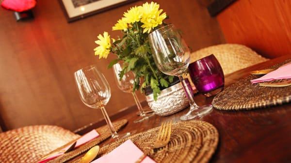 Tables dressées - Luangpra, Paris