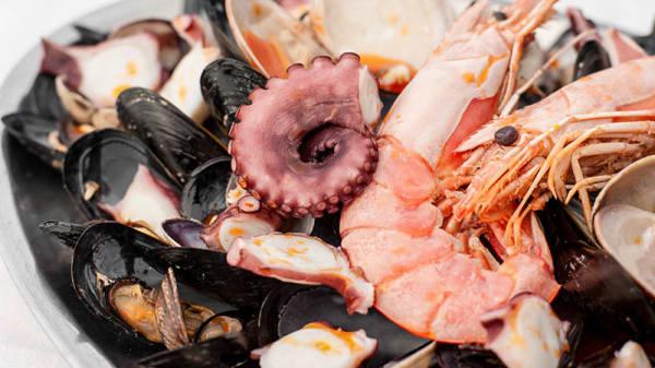 pesce misto - Scugnizzi Trattoria Pizzeria, Napoli