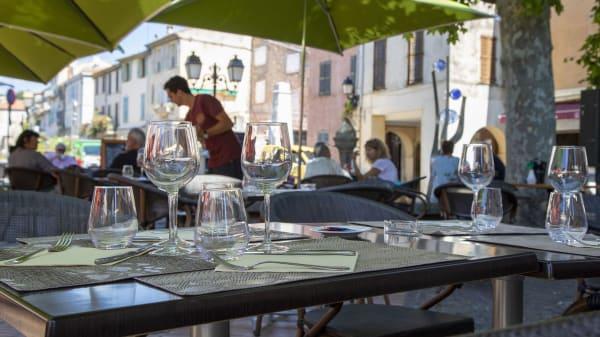 Terrasse - Le Café de la Poste, Biot