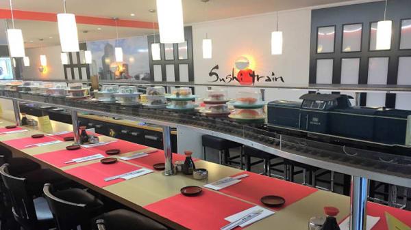 Vue de la salle - Sushi Train, Genève
