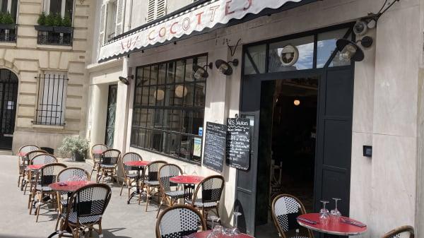 Terrasse avec une dizaine de place dans une ruelle très charmante et calme  - Aux Cocottes, Paris