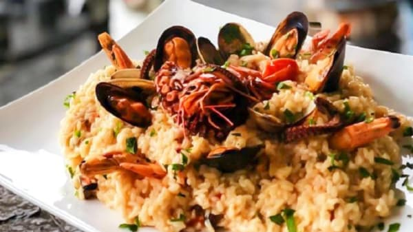 Suggerimento dello chef - Toto e Peppino - l'oro di Napoli, Naples
