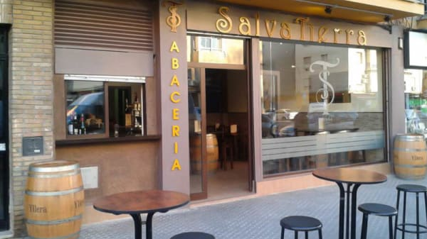 Vista entrada - Abacería Salvatierra, Sevilla