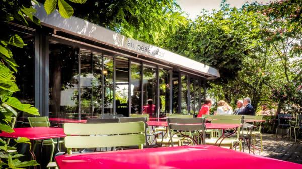 Au café en terrasse - Au Père Lapin, Suresnes