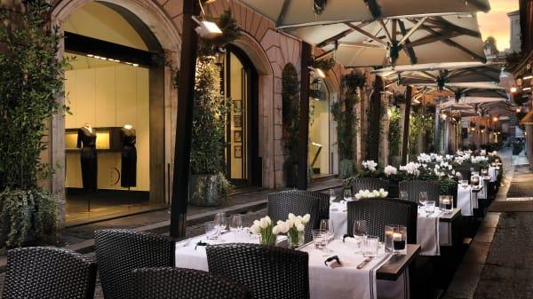 Café Romano, Roma