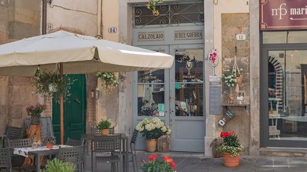 "ingresso bottega storica ""ex Calzolaio del Guerra"" - Baccanale Bistrot Bar Wine Bar, Lucca"