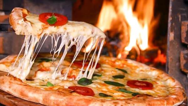 Pizzas no Forno à Lenha - Forneria Di Napoli, São Paulo