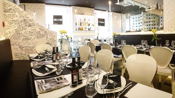 Sala del ristorante - Black & White, Bari