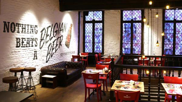 Vue de la salle - Manneken Pis Café, Brussels