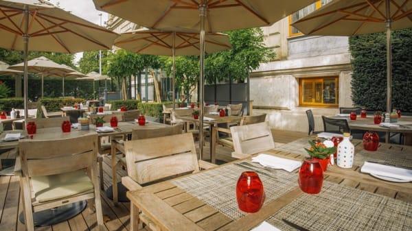 Restaurant Gusto - Terrasse - La Piazza del Gusto - Hôtel Métropole Genève, Genève