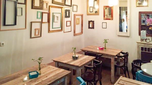 Salón - Toast Café, Madrid
