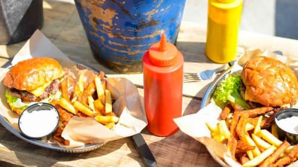 Table - Tugg Burgers Gbg, Göteborg