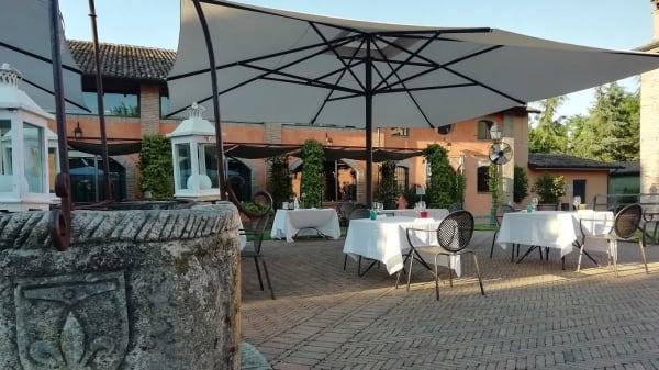 Il cortile esterno - Relais Cascina Scottina, Cadeo