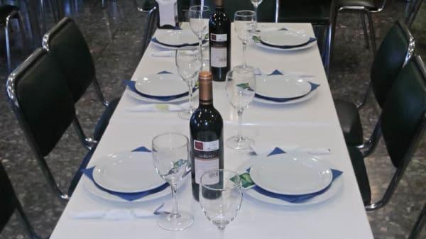 Vista mesa - El Marisco Rojo, Sevilla