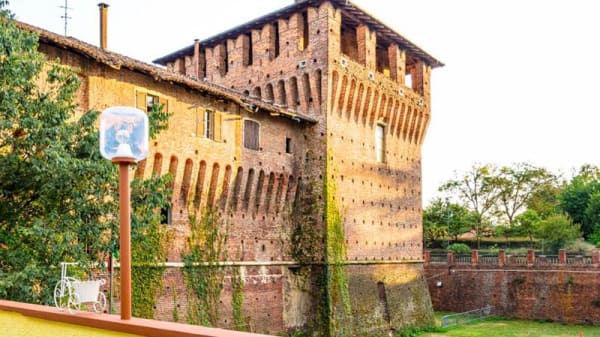 Visuale Castello Galliate - ReTrò, Galliate