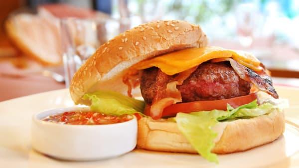 Hamburguesa americana con bacon y queso cheddar - Bang Bang, Esplugues De Llobregat